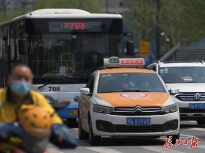 武汉6000多辆出租车已上线,司机看到绿码才开车