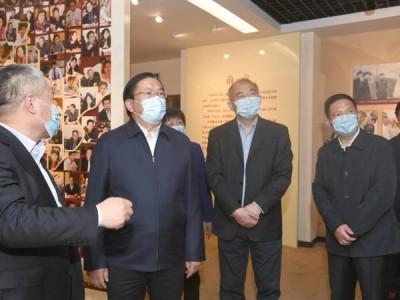 王忠林走访市人大常委会市政府市政协机关 推动武汉经济社会疫后重振