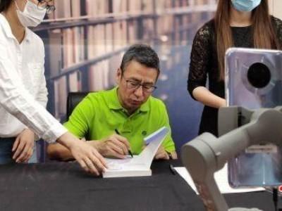 白岩松直播支持武汉实体书店