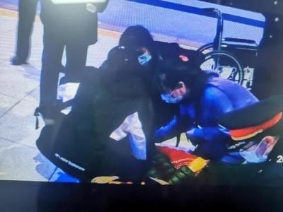 最美的身材!武汉护士在襄阳东高铁站救人