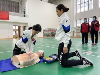 """武汉举办""""师生急救技能""""大赛,确定急救专家。"""