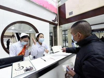 """""""武汉东""""患者不用走多远就能看到""""老中医"""",省中医院葛店区开诊所。"""
