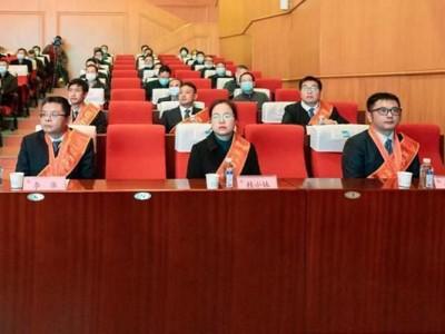 """新冠肺炎抗击肺炎先进事迹报告团进入武汉经济开发区,将抗击疫情的精神""""核心""""注入中国车谷。"""