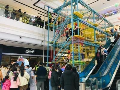 武汉购买跨年消费季节活动点燃假日消费市场。
