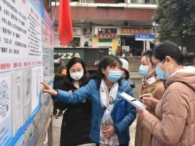 武昌首义路街道开展NPC代表和CPPCC成员联合活动,为基层疫情防控提供建议和意见。