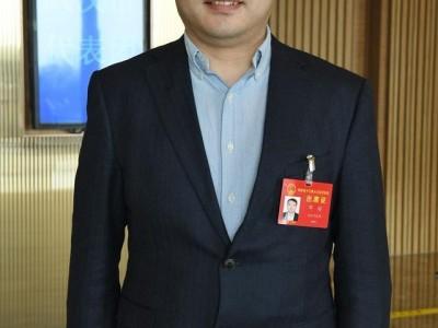 """省人大代表邓培支持培育和引进""""四不像""""新机构,将科技与市场结合起来。"""