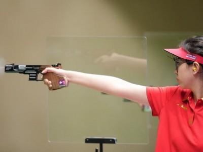 肖嘉芮萱获女子25米运动手枪铜牌。