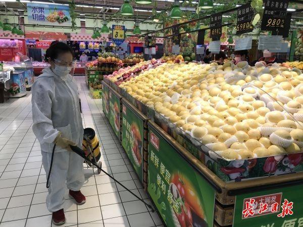 超市消毒员:每天只做一件事,一刻不停做消杀 第2张