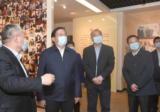 王忠林走访市人大常委会市政府市政协机关 推动武汉经济社会疫后重振 第1张