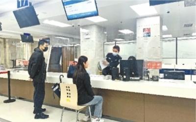 记者探访武汉三镇公安办证窗口头天网上预约,次日现场办好 第1张