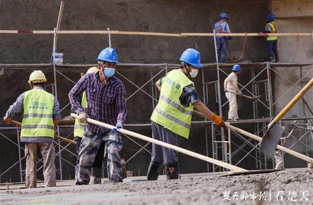"""全力以""""复""""吹响冲锋号,记者拍摄武汉重点工程开工 第4张"""