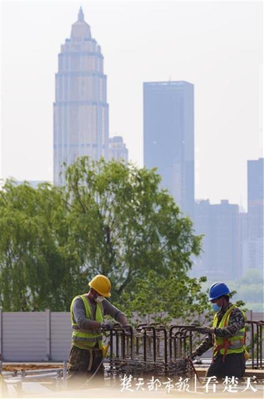 """全力以""""复""""吹响冲锋号,记者拍摄武汉重点工程开工 第5张"""