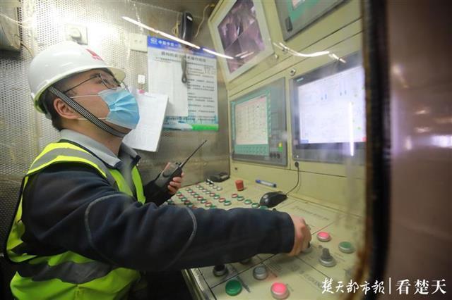 """全力以""""复""""吹响冲锋号,记者拍摄武汉重点工程开工 第7张"""