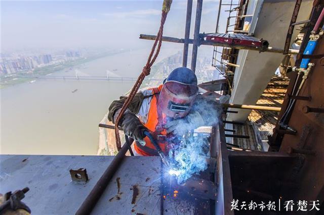 """全力以""""复""""吹响冲锋号,记者拍摄武汉重点工程开工 第8张"""