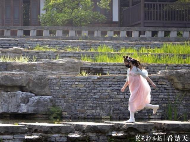 """医护人员免费!武汉市东西湖景区""""五一""""限流有序开放 第2张"""