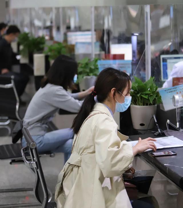 关注|武汉政务服务超97%事项可网上办,今年收办件量不减反增 第4张