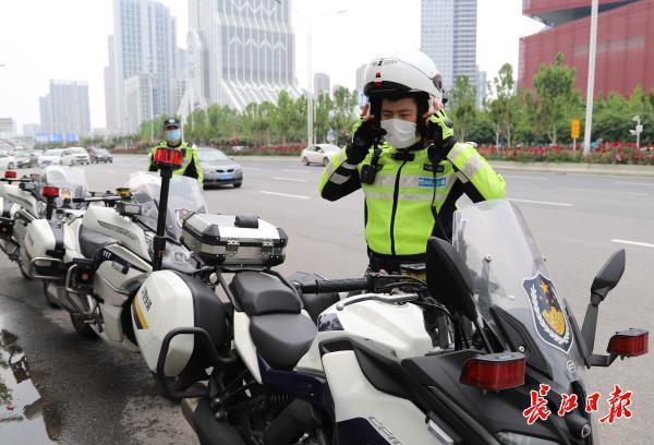 汉警快骑确保北大门交通畅通|图集 第1张