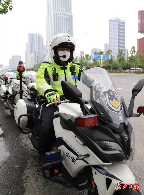 汉警快骑确保北大门交通畅通|图集 第3张