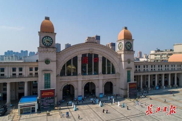应急响应调为二级首日,汉口火车站客流有序平稳 第1张
