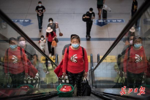 应急响应调为二级首日,汉口火车站客流有序平稳 第3张