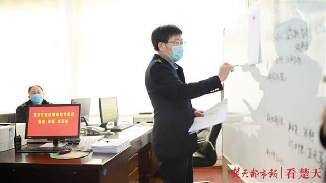"""武铁三大火车站、9万多职工如何科学防疫,这位阻击战中的""""参谋长""""这样做 第1张"""