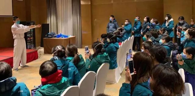 关心|国务院办公厅联防联控体制记者招待会:详细介绍北京协和援鄂抗疫等状况 第4张