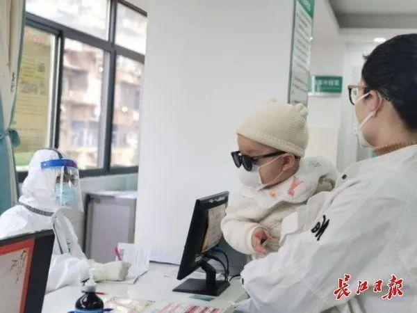 关心|采访武汉发热门诊:加强发烫哨卡检测,决不会跳开一个发热病人 第4张