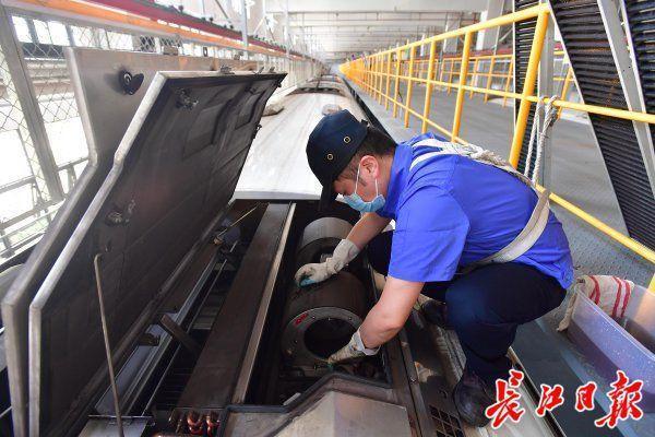 84消毒杀菌滤网、紫外光给气体杀菌,武汉地铁中央空调环境卫生防治那样做 第2张