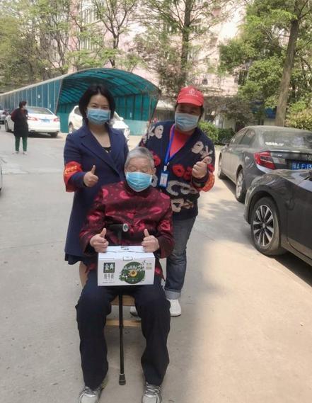 48岁的她瞒着亲人去打疫苗新冠预苗 为给孩树个模范 第3张