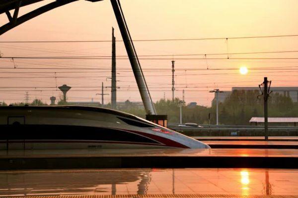 新华每日电讯关心武汉市战疫中的交通出行能量 第2张
