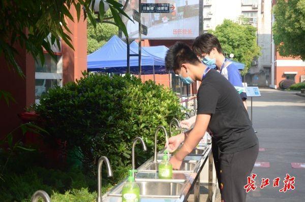 """今日,1.8万初三生报名参加""""小中考"""" 第4张"""