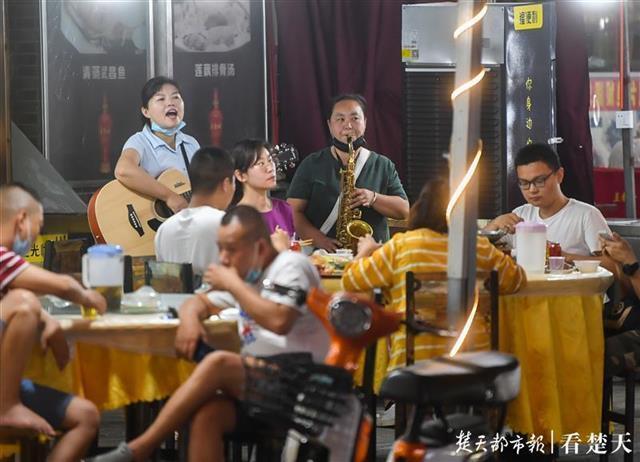歌唱钟声欢笑声重返吉庆街 第1张