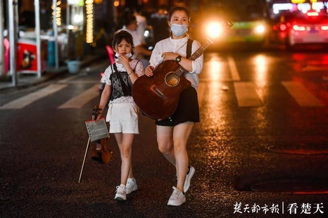 歌唱钟声欢笑声重返吉庆街 第3张