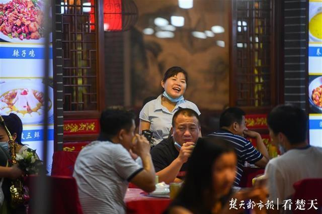 歌唱钟声欢笑声重返吉庆街 第4张