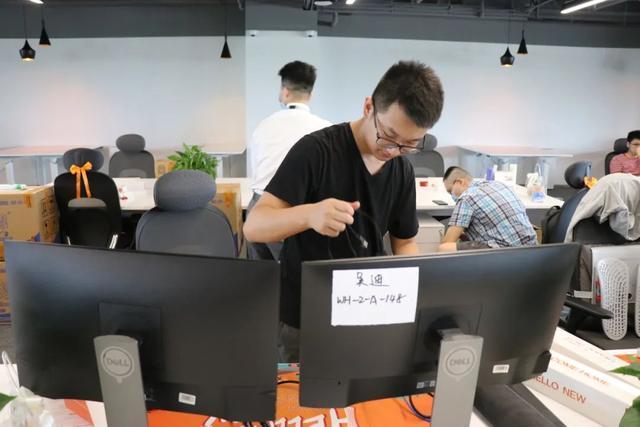 产经|小米武汉总公司新大厦迈入第一批职工,将来要容下10000人 第6张