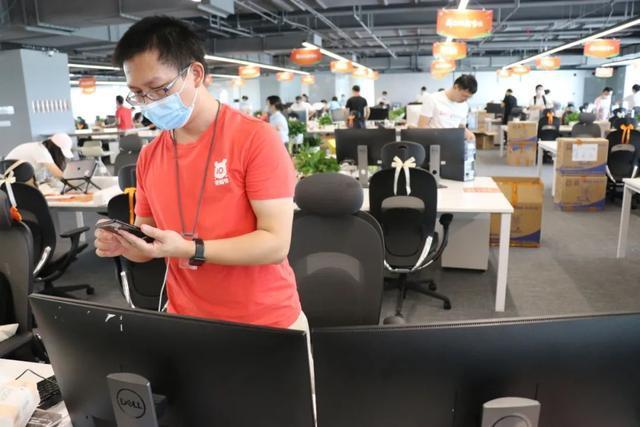 产经|小米武汉总公司新大厦迈入第一批职工,将来要容下10000人 第5张