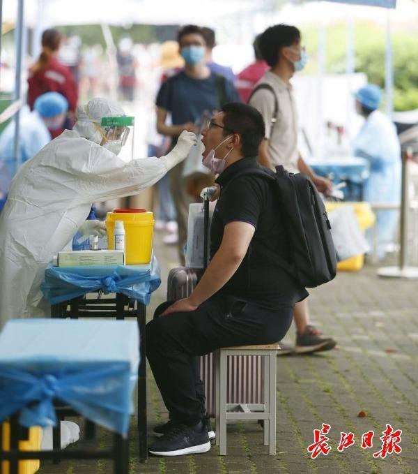 扫二维码温度测量领疫防包,华中农业大学学员回校 标准图集 第5张