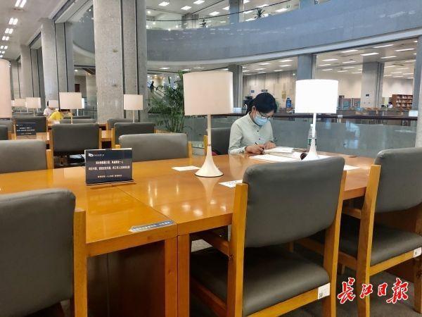 省图书馆上涨进馆总数,双休日国家法定假日可预定进馆3000人 第2张