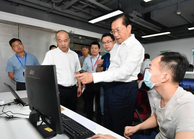 王忠林调查稳就业保民生工作中:构建更强创业创新自然环境和气氛 第7张