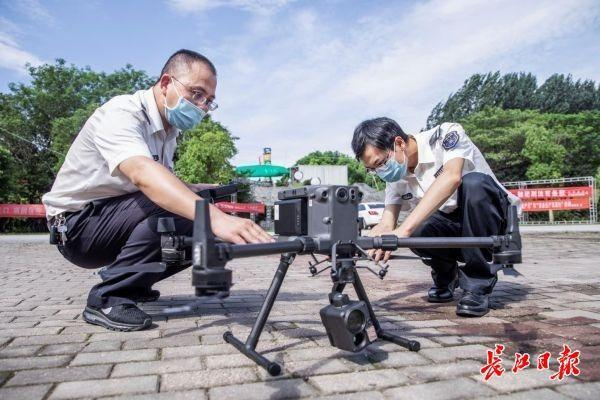 """武汉市渔政第一台制造行业无人飞机 """"云空间稽查"""",不法打捞者""""捉迷藏""""不起作用了 第1张"""
