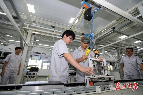 """武汉市""""尖货""""配用硬核科技,一下线便是全球一流 第7张"""