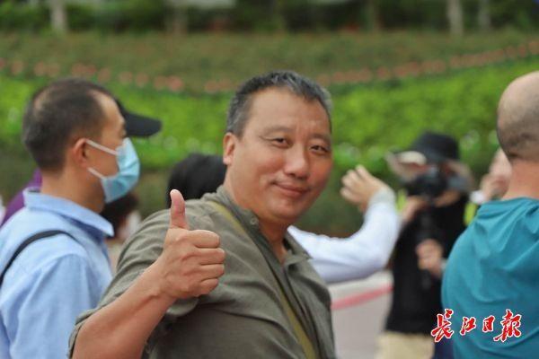 武汉市迎重新启动后最规模性跨地区旅行团,500余名结伴游木兰草原 第4张