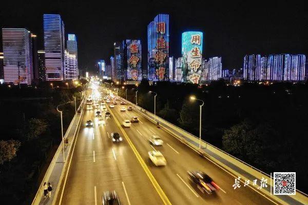 昨晚,武汉市以湘江光与影向最美丽的人献给! 第5张