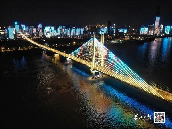 昨晚,武汉市以湘江光与影向最美丽的人献给! 第6张