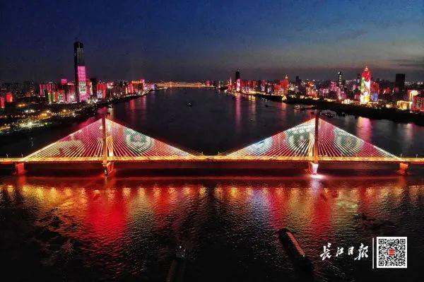 昨晚,武汉市以湘江光与影向最美丽的人献给! 第7张