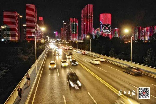 昨晚,武汉市以湘江光与影向最美丽的人献给! 第8张