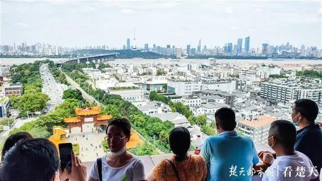 聚焦点|湖北省武汉景区免费参观当日人气值超旺!旅游景区服务项目防治抓牢 第9张