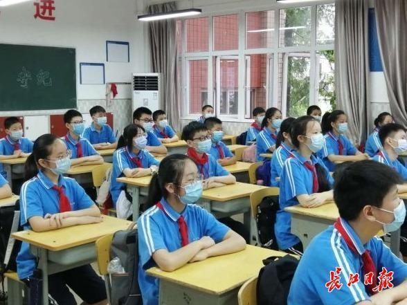 初一初二复课第一课:房间内升国旗仪式 第4张