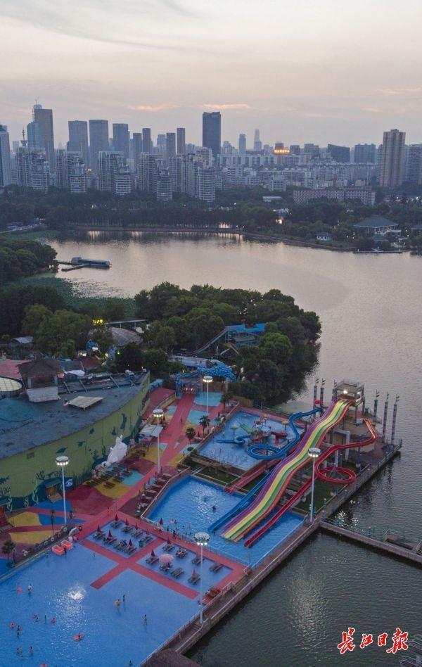"""武汉市今年夏天正常情况下不对外开放小区纳凉点集中化乘凉,以""""物资供应补贴""""主导 第1张"""