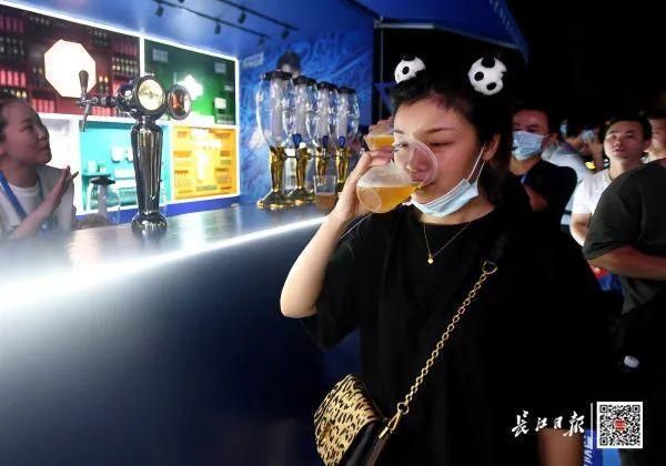 度假旅游|夜食 夜购 游览,今年武汉市啤酒节揭幕了! 第5张